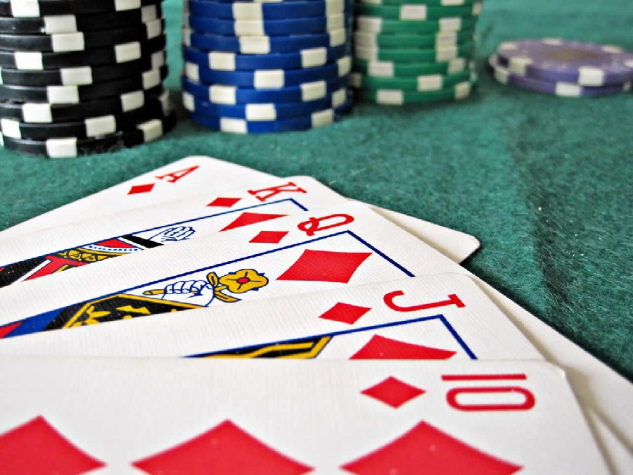 Why online gambling has become so popular recently