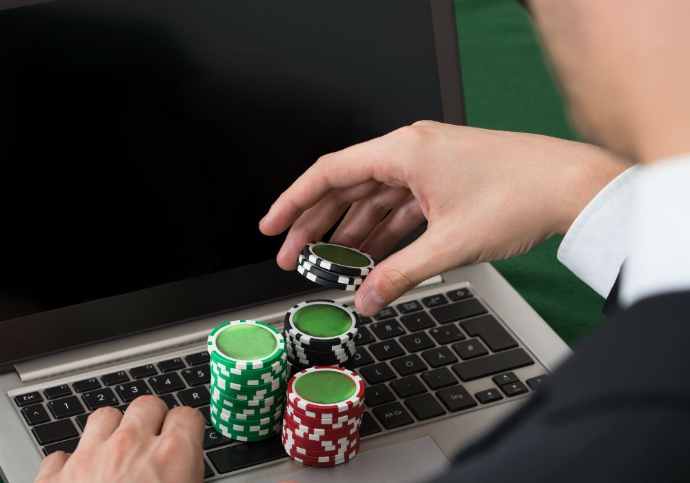 How to Play Poker Online Successfully