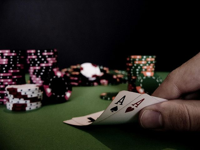 Playing poker online, how to become a pro?