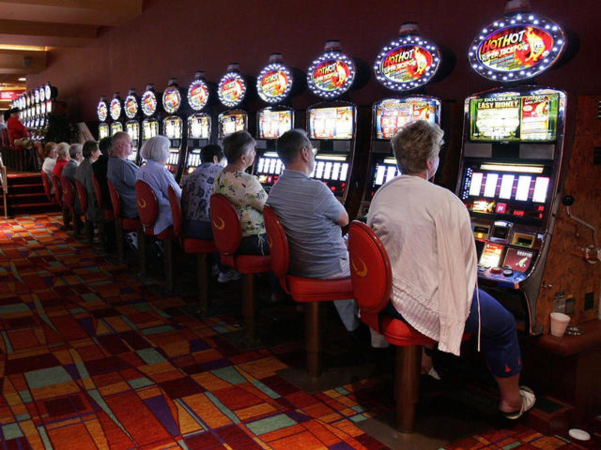 Essential Tips to Consider when Playing Slot Machines