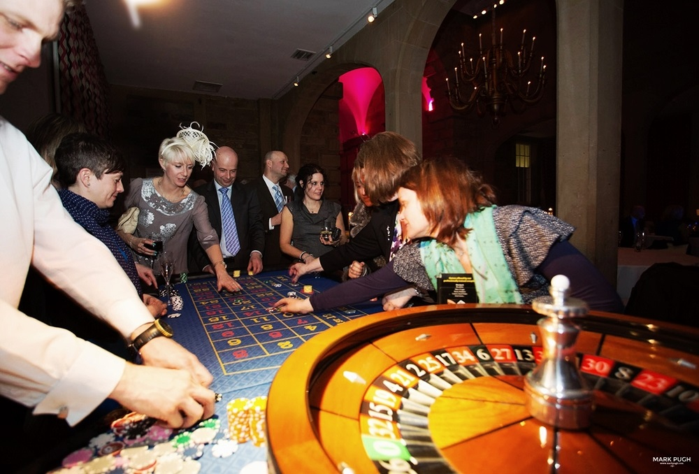 FACTORS TO CONSIDER WHEN HIRING A CASINO TABLE