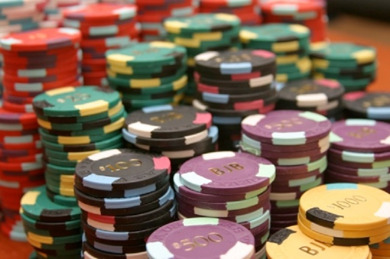 How much should you SPEND on Online Casinos?
