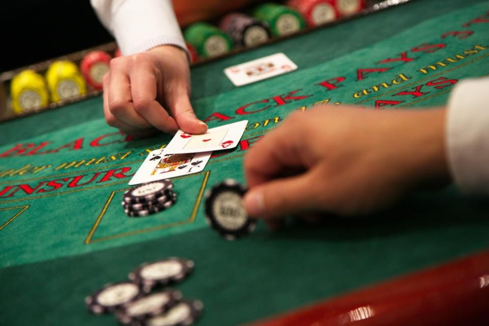 Blackjack, why it's so popular to play online?