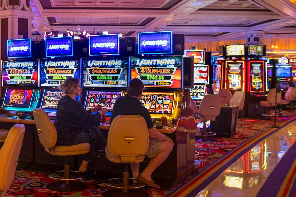 How slots games are made? What are the technical characteristics?